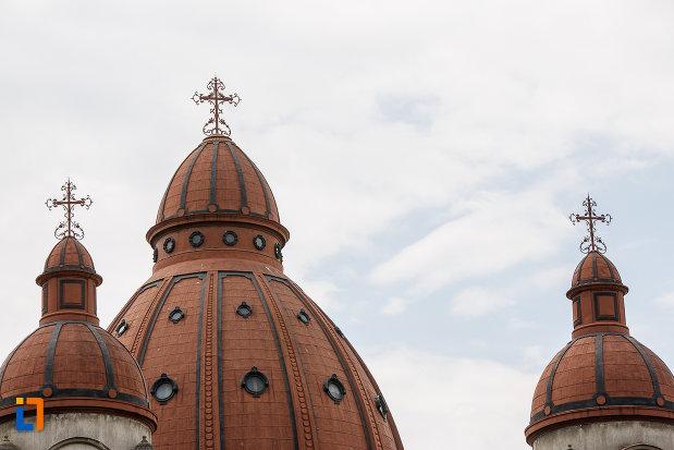 crucile-de-pe-biserica-buna-vestire-catedrala-mica-din-targu-mures-judetul-mures.jpg
