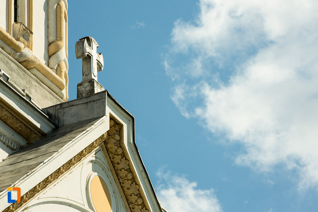 cruciulita-de-pe-biserica-sf-nicolae-din-calafat-judetul-dolj.jpg