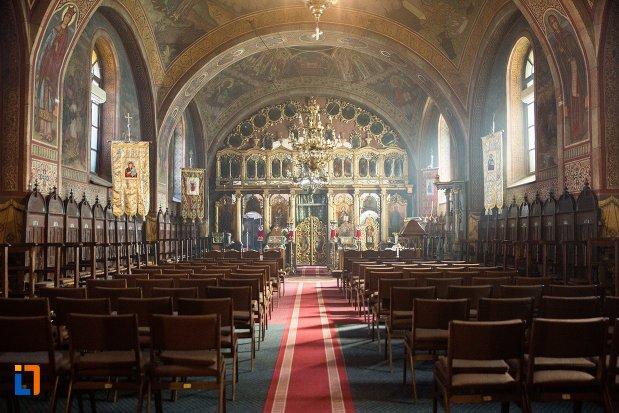 culoar-din-biserica-greaca-bunavestire-din-alba-iulia-judetul-alba.jpg