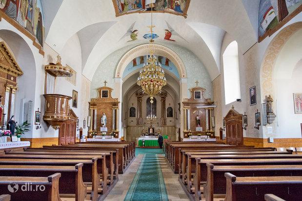 culoar-din-biserica-manastirii-capucinilor-vizita-sf-fecioare-la-sf-elisabeta-din-oradea-judetul-bihor.jpg