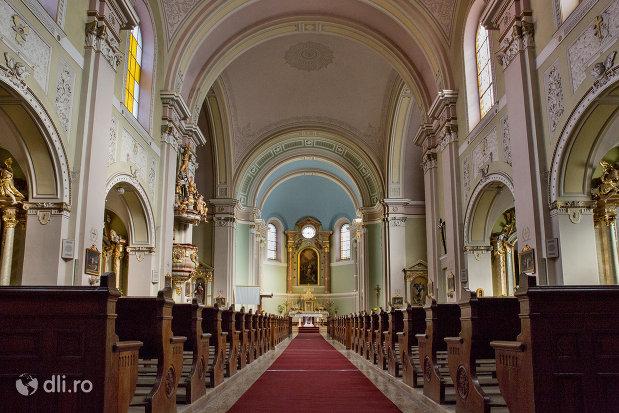 culoar-din-biserica-romano-catolica-coborarea-sfantului-duh-din-oradea-judetul-bihor.jpg
