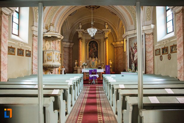 culoar-din-biserica-romano-catolica-din-ocna-mures-judetul-alba.jpg