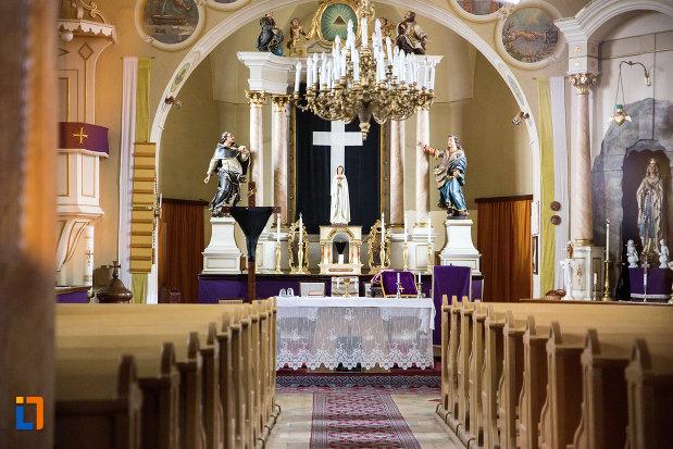 culoar-din-biserica-romano-catolica-imaculata-conceptiune-1738-din-bocsa-judetul-caras-severin.jpg