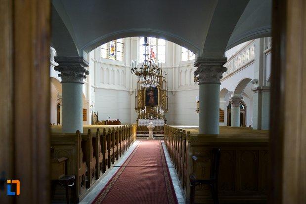 culoar-interior-biserica-evanghelica-din-1906-din-arad-judetul-arad.jpg