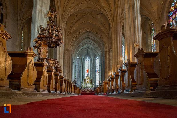 culoar-interior-biserica-sfantul-mihail-din-cluj-napoca-judetul-cluj.jpg