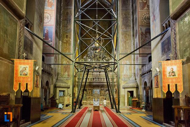 culoar-interior-catedrala-ortodoxa-a-vadului-feleacului-si-clujului-din-cluj-napoca-judetul-cluj.jpg