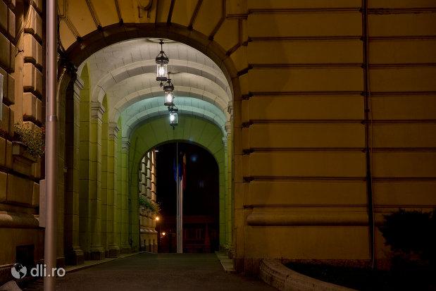 culoar-luminat-primaria-oradea-judetul-bihor.jpg