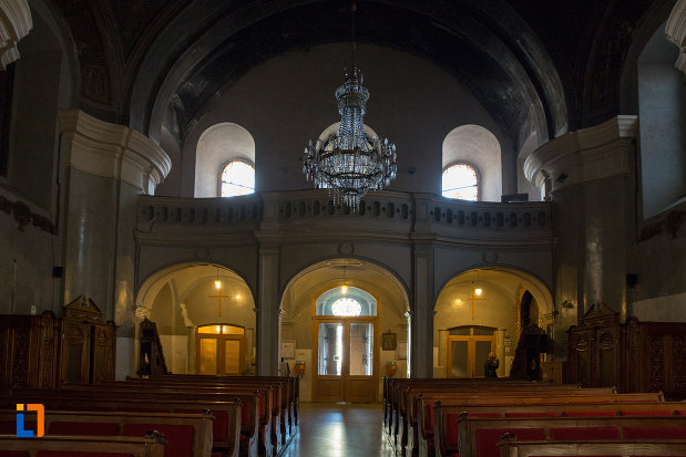 culoar-si-banci-catedrala-greco-catolica-schimbarea-la-fata-din-cluj-napoca-judetul-cluj.jpg