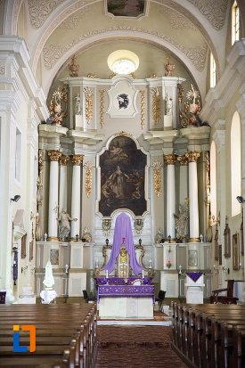 culoar-spre-altar-biserica-sf-elisabeta-a-ungariei-manastirea-minorita-din-aiud-judetul-alba.jpg