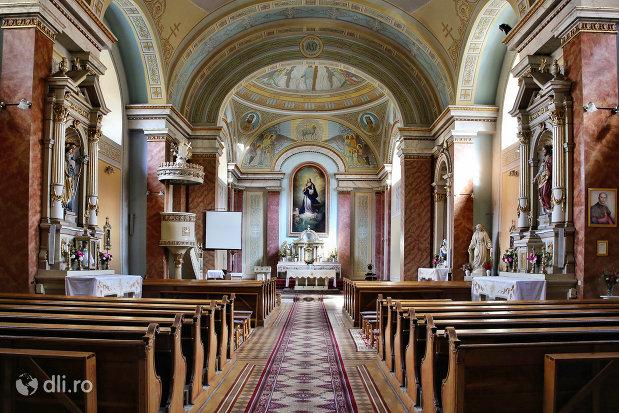 culoar-spre-altarul-din-biserica-zarda-din-satu-mare-judetul-satu-mare.jpg