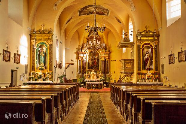 culoarul-din-biserica-romano-catoloca-sf-ladislau-din-oradea-judetul-bihor.jpg