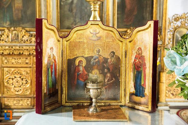 cupa-si-icoane-din-biserica-grecescu-din-drobeta-turnu-severin-judetul-mehedinti.jpg