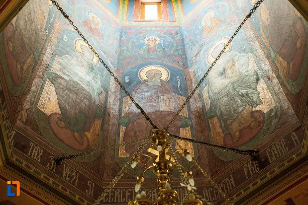 cupola-cu-lanturi-manastirea-sf-ana-din-orsova-judetul-mehedinti.jpg