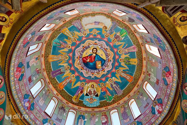 cupola-cu-sfinti-in-manastirea-portarita-din-prilog-judetul-satu-mare.jpg