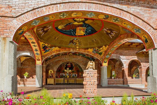 cupola-cu-sfinti-manastirea-sfiniii-apostoli-petru-si-pavel-din-bixad-judetul-satu-mare.jpg