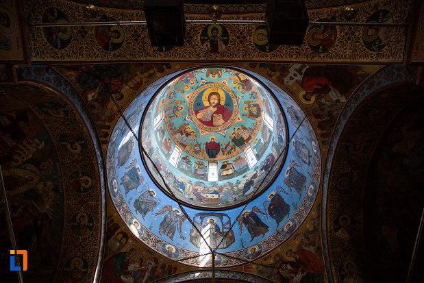 cupola-de-la-biserica-ortodaxa-sf-gheorghe-din-mangalia-judetul-constanta.jpg