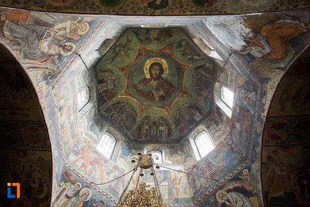 cupola-de-la-manastirea-negru-voda-din-campulung-muscel-judetul-arges.jpg