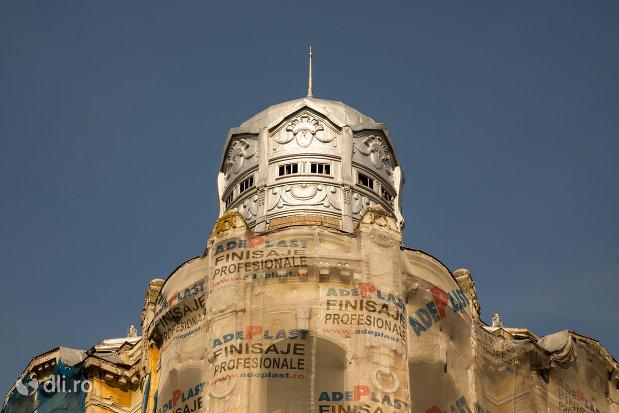 cupola-de-pe-palatul-apollo-din-oradea-judetul-bihor.jpg
