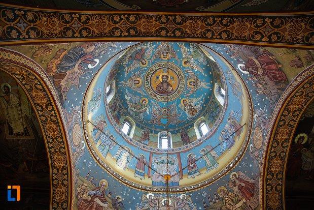 cupola-din-biserica-ortodoxa-veche-din-ocna-mures-judetul-alba.jpg