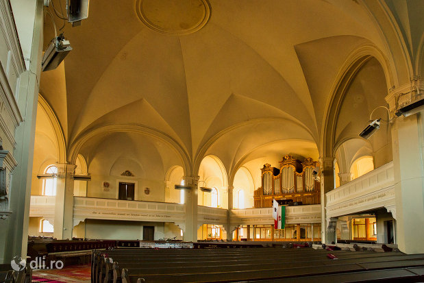 cupola-din-biserica-reformata-din-zalau-judetul-salaj.jpg