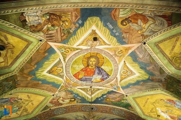 cupola-pictata-din-biserica-maieri-sf-treime-din-alba-iulia-judetul-alba.jpg