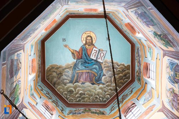 cupola-pictata-din-biserica-sf-voievozi-din-pucioasa-judetul-dambovita.jpg