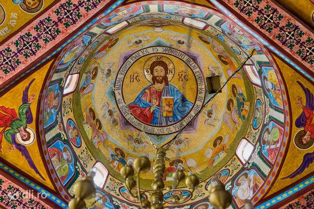 cupola-pictata-din-manastirea-portarita-din-prilog-judetul-satu-mare.jpg