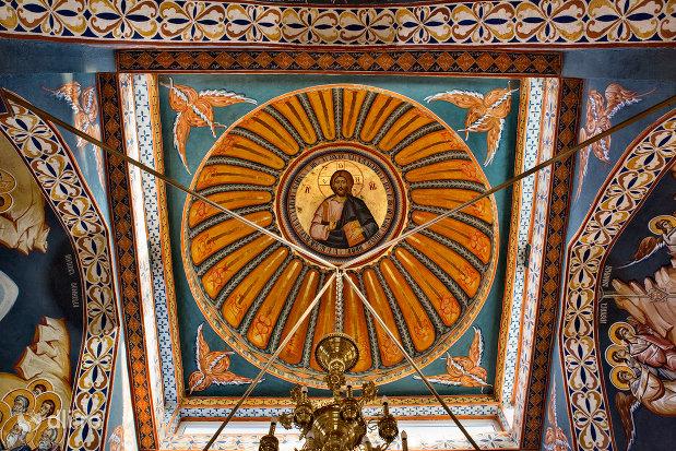 cupole-pictata-din-manastirea-izbuc-din-valea-lui-mihai-judetul-bihor.jpg