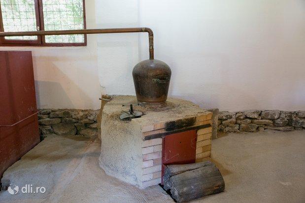 cuptor-si-cazan-muzeul-satului-osenesc-din-negresti-oas-judetul-satu-mare.jpg