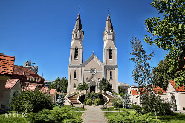 curte-biserica-calvaria-satu-mare.jpg