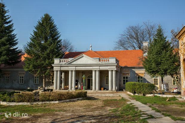 curte-de-la-castelul-stubenberg-din-sacueni-judetul-bihor.jpg