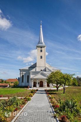 curte-si-alee-de-la-biserica-reformata-din-orasul-nou-judetul-satu-mare.jpg
