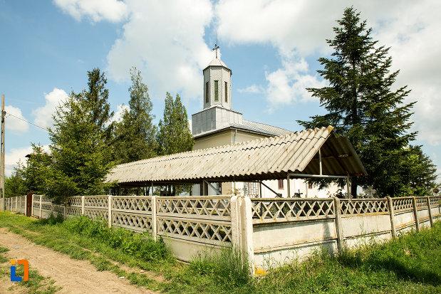 curtea-cu-biserica-adormirea-maicii-domnului-1866-din-teius-judetul-olt.jpg