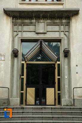 curtea-de-conturi-fosta-banca-din-focsani-judetul-vrancea-imagine-cu-usa-de-intrare.jpg