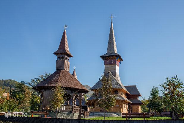 curtea-de-la-biserica-de-lemn-ortodoxa-din-baia-sprie-judetul-maramures.jpg