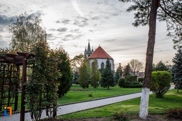 curtea-de-la-biserica-evanghelica-din-sebes-judetul-alba.jpg
