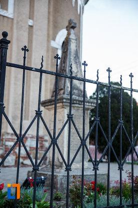 curtea-de-la-biserica-mare-ortodoxa-din-sebes-judetul-alba.jpg