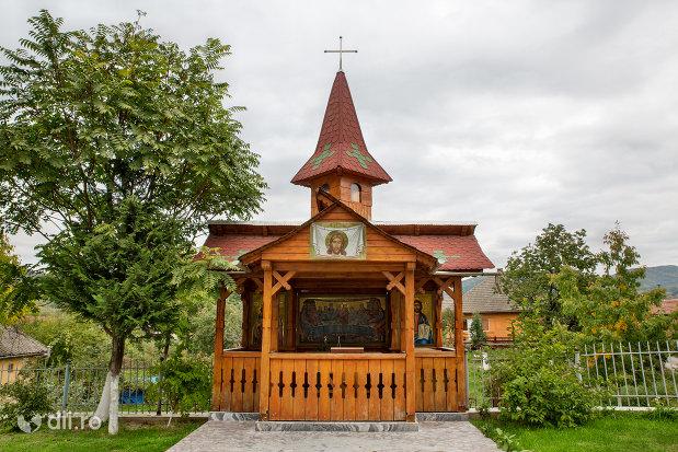 curtea-de-la-biserica-ortodoxa-sf-emanuil-din-tautii-magheraus-judetul-maramures.jpg