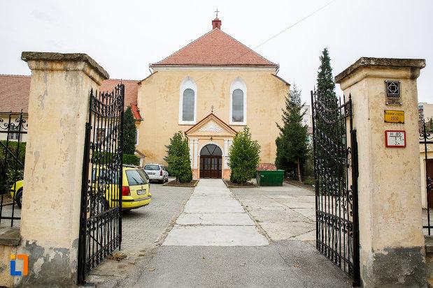 curtea-de-la-biserica-romano-catolica-imaculata-conceptiune-1515-din-medias-judetul-sibiu.jpg