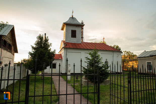 curtea-de-la-biserica-sf-spiridon-din-corabia-judetul-olt.jpg