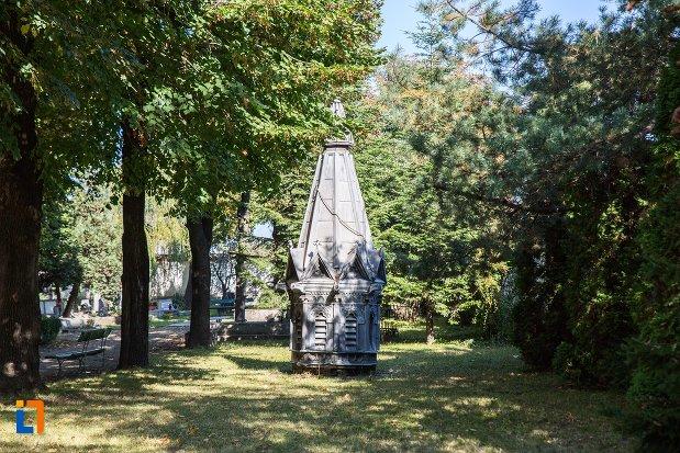 curtea-de-la-biserica-sfantul-bartolomeu-din-brasov-judetul-brasov.jpg