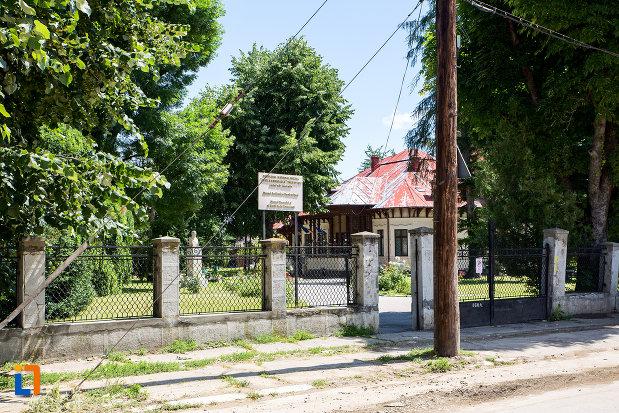 curtea-de-la-complexul-national-muzeal-curtea-domneasca-din-targoviste-judetul-dambovita.jpg