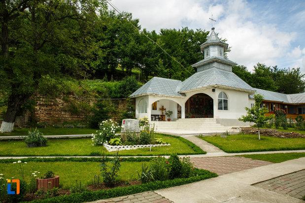 curtea-de-la-manastirea-brazi-din-panciu-judetul-vrancea.jpg