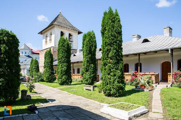 curtea-de-la-manastirea-stelea-din-targoviste-judetul-dambovita.jpg