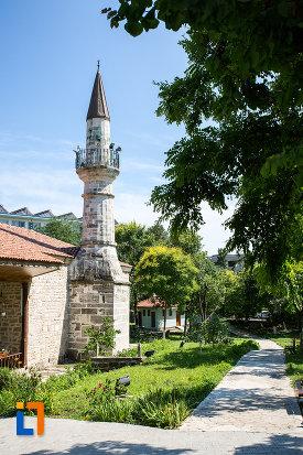 curtea-de-la-moscheea-esmahan-sultan-din-mangalia-judetul-constanta.jpg