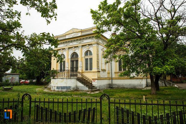 curtea-de-la-muzeul-de-istorie-si-arheologie-casa-alaci-din-focsani.jpg
