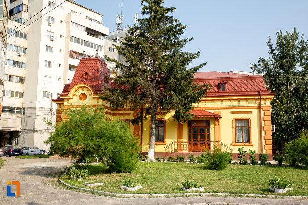 curtea-de-la-protoierie-fosta-casa-municipala-de-cultura-din-rosiorii-de-vede-judetul-teleorman.jpg