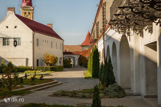 curtea-muzeului-de-istorie-si-arheologie-din-baia-mare-judetul-maramures-2.jpg