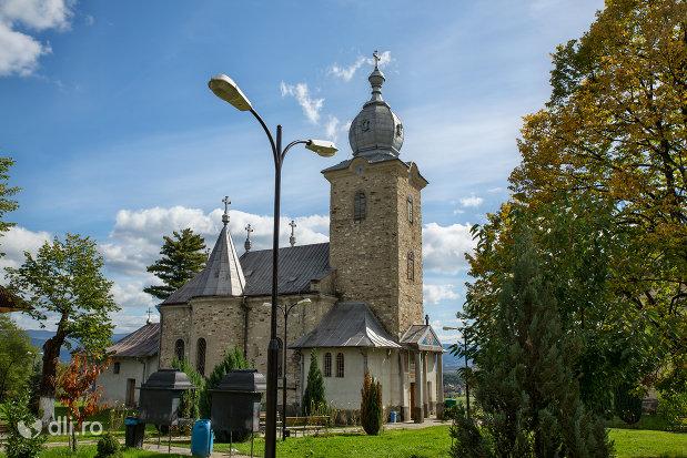 curtea-si-manastirea-sfintii-apostoli-petru-si-pavel-din-bixad-judetul-satu-mare.jpg