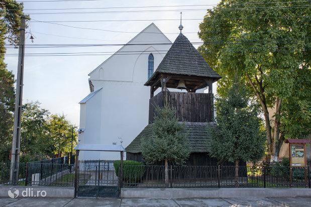 curtea-si-poarta-de-la-biserica-reformata-din-livada-judetul-satu-mare.jpg